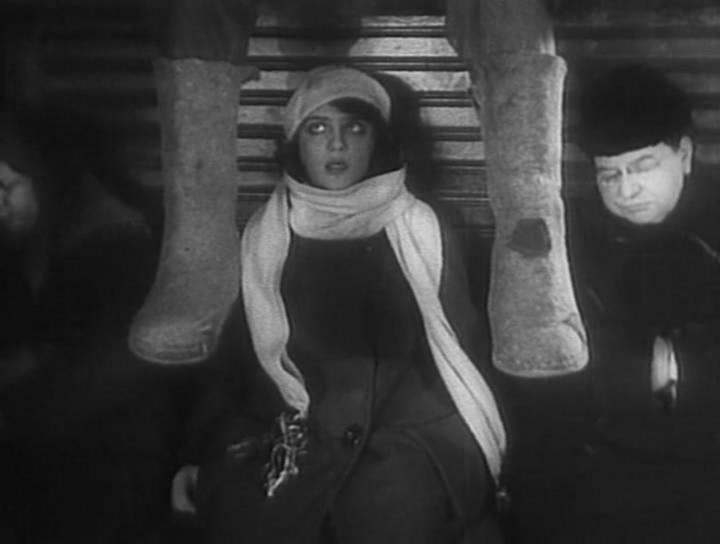 «Девушка с Коробкой», комедийная мелодрама (1927 г., реж. Борис Барнет)
