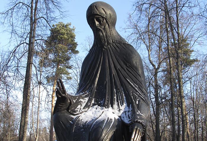 Памятник Савве у входа в Саввино-сторожевский монастырь Январь 2016