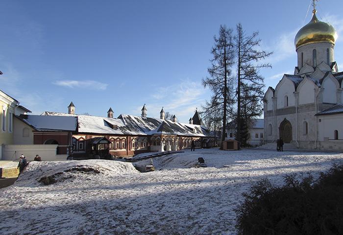 Вид на царицыны палаты на территории Саввино-сторожевского монастыря Январь 2016
