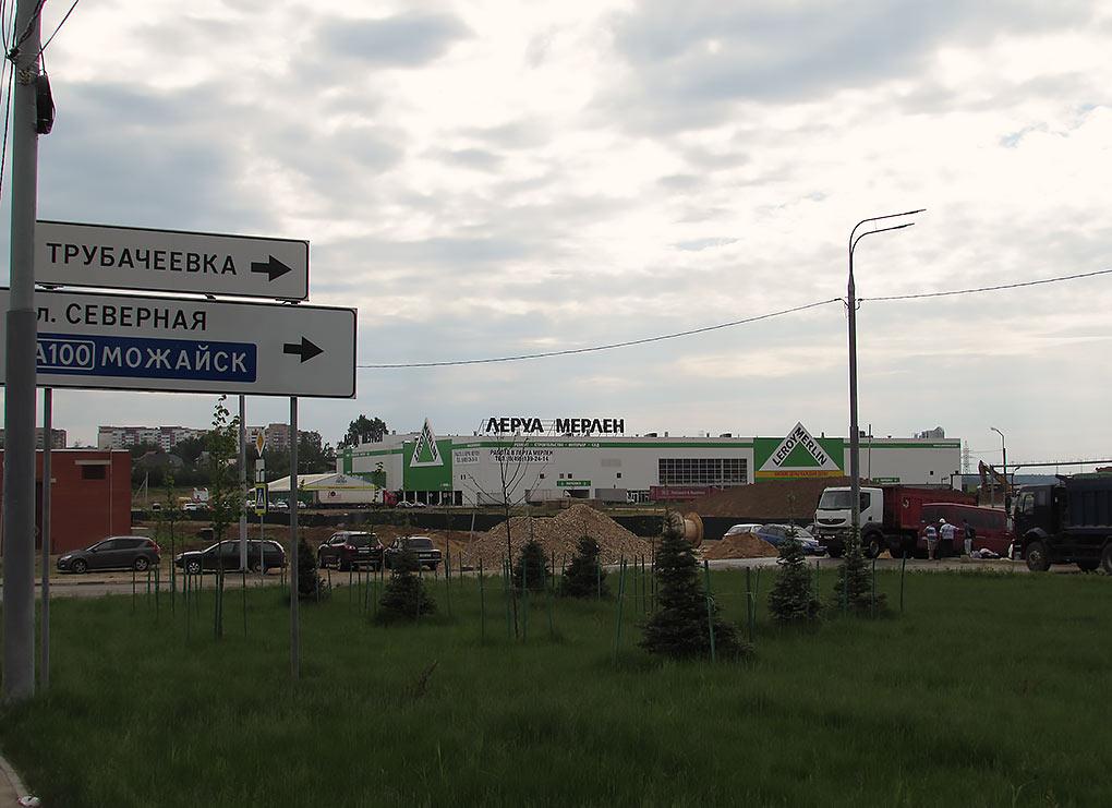 Въезд на территорию строительства гипермаркета Глобус в Юдино