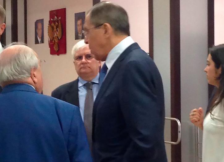 Автор: Анатолий Баташев, VK - Главу МИД РФ внимательно слушают участники церемонии