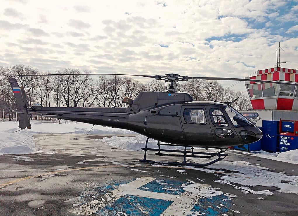 Eurocopter AS-350 - максимальная скорость - 220 км. / ч. Дальность полёта: 550 км. Вместимость: 6 пассажиров. Экипаж: 1 пилот.