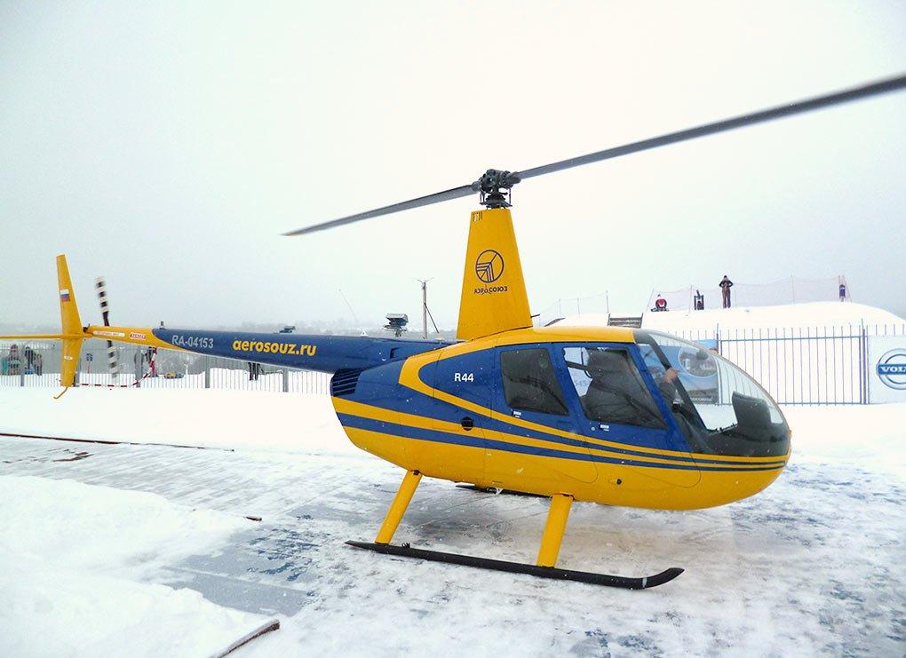 Robinson R44 - максимальная скорость - 240 км. / ч. Вместимость: 3 пассажира + 1 пилот