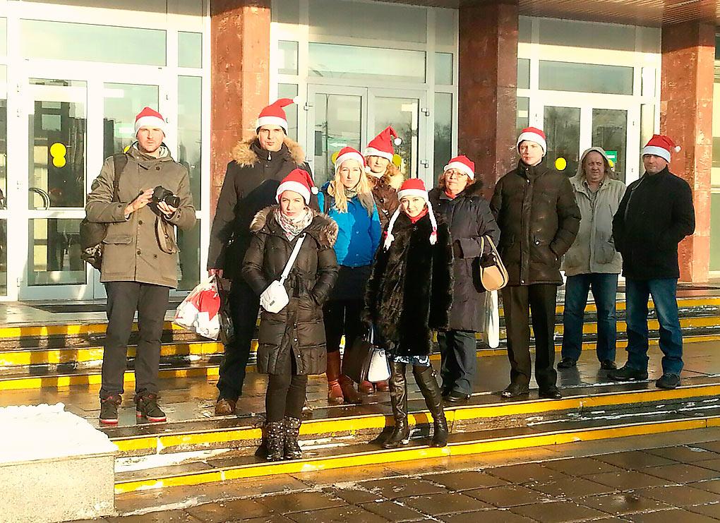 Обманутые дольщики вкостюмах Санта-Клаусов пришли вадминистрацию Одинцовского района