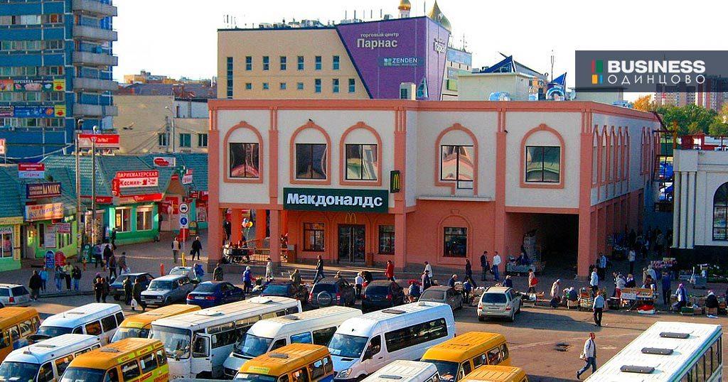 Макдоналдс в соседнем здании от Старлайт на станции Одинцово